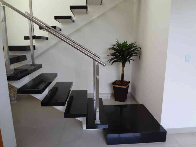 Escada revestida de m rmore carrara marmoraria carrara for Empresas de granito